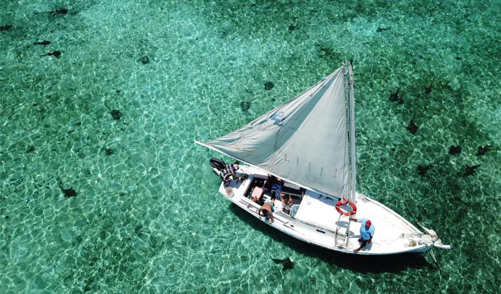 Rondreis-Belize-Caye-Caulker-Sailingtrip-Boot