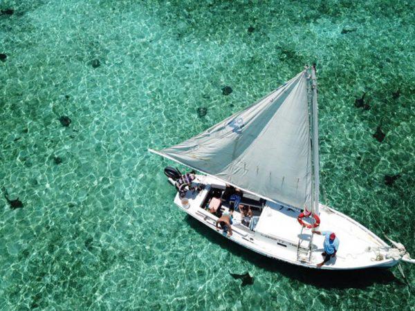 Rondreis-Belize-Caye-Caulker-Sailingtrip-Boot