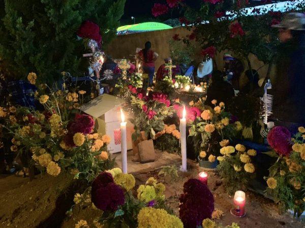 Breng een ofrenda aan een graf met Dia de los Muertos