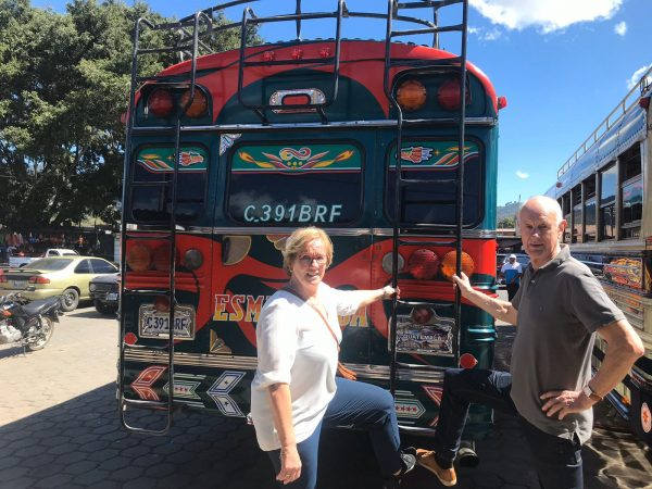Rondreis-Guatemala-Antigua-CityTour-Chickenbus-Schippers